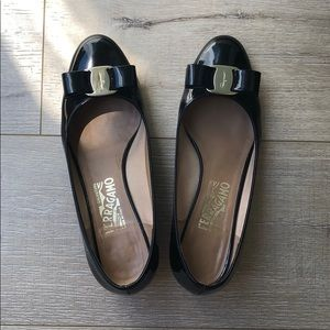 Salvatore Ferragamo Black vara pump in size 7.5 C